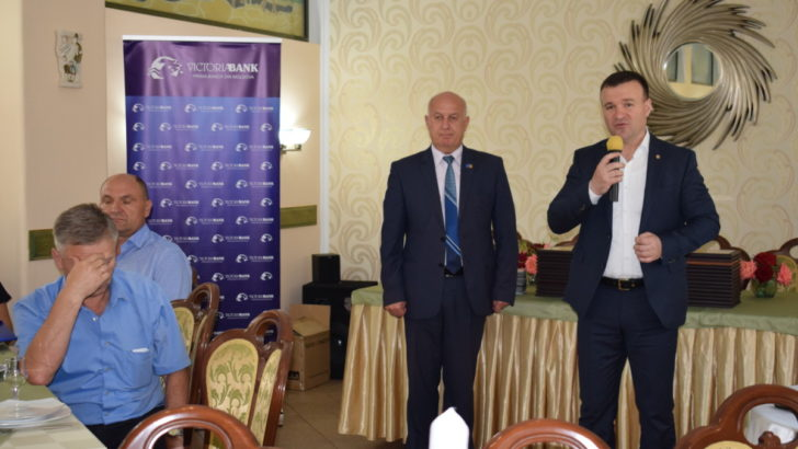 """Decernarea premiilor în cadrul concursului """"Cel mai bun antreprenor al anului 2016"""" la Edineţ"""